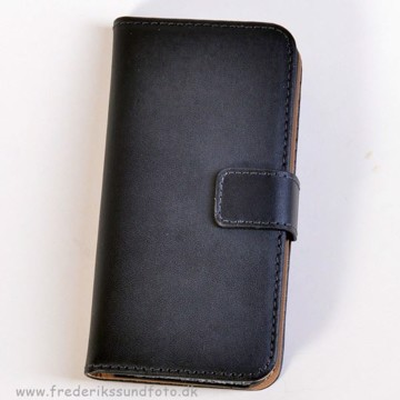 Iphone 5 Etui m/Magnetluk og Kreditkortlomme sort