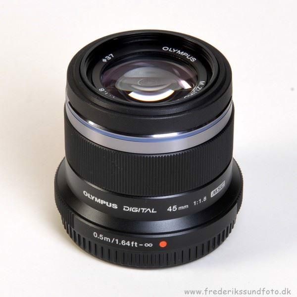 Olympus 45mm f/1,8  sort Micro 4:3