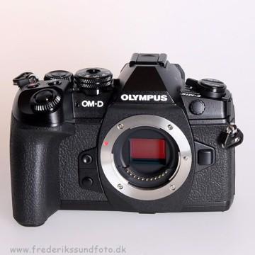 Olympus OM-D E-M1 Mark II hus  inkl. HLD-9 greb