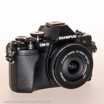 Olympus OM-D E-M10 MK III m/14-42mm EZ Sort BONUS*
